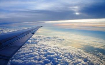 ala-de-avion-y-nubes